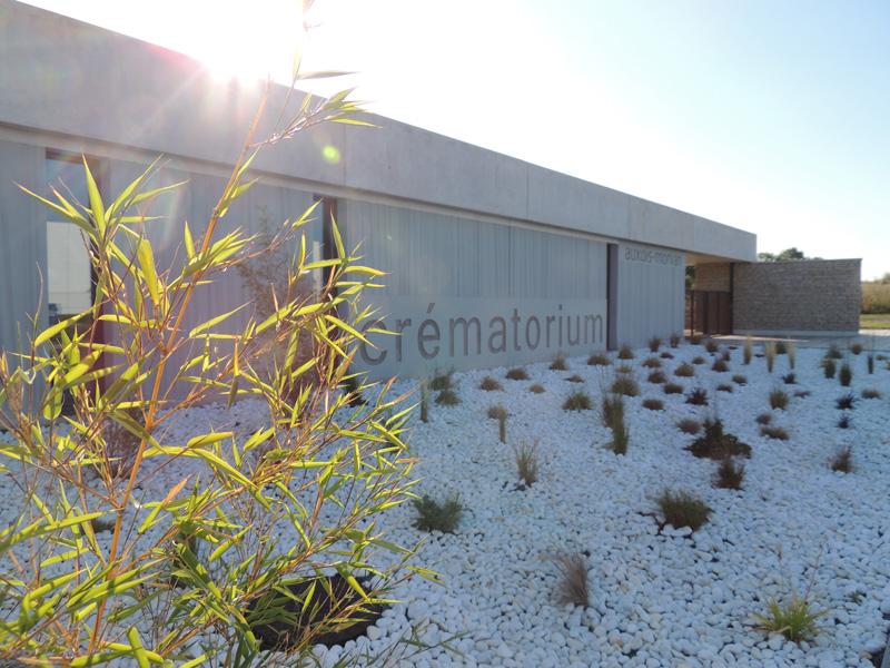 photo de l'entrée du crématorium auxois morvan semur en auxois qui se révèle comme un véritable service public